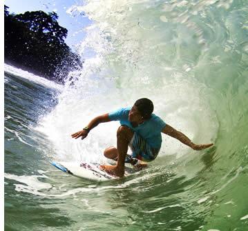 Playa Larga è un'altra onda di classe mondiale con potenti onde cave e un sacco di tubi quando è acceso